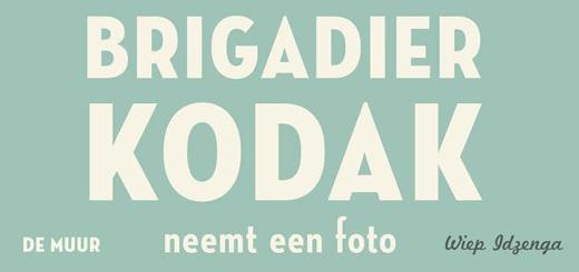 Gelezen: Brigadier Kodak neemt een foto (Wiep Idzenga)